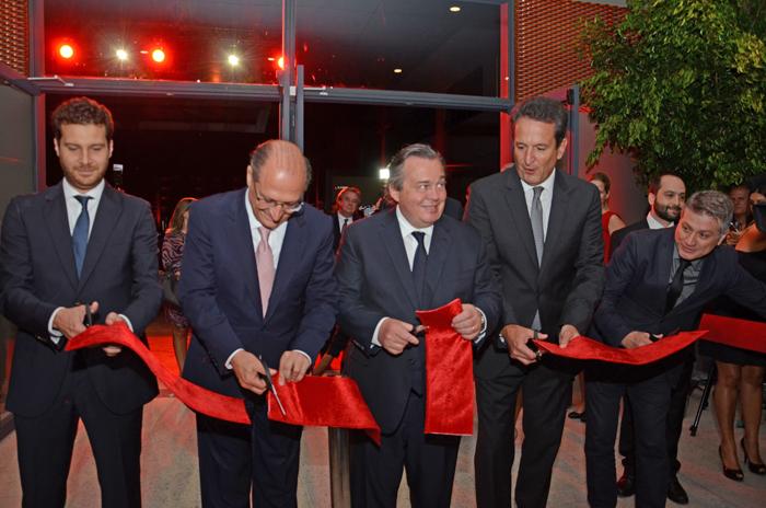 Diretores da GL events e o Governador Geraldo Alckmin na inauguração (Foto: Divulgação)