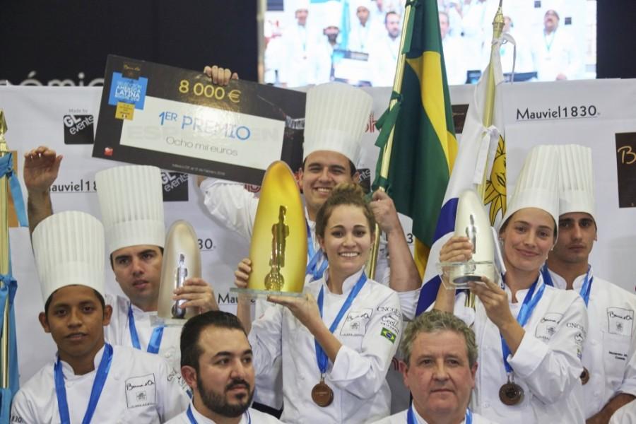 Ao centro, chef Giovanna Grossi que levou o prêmio (Foto: Divulgação)