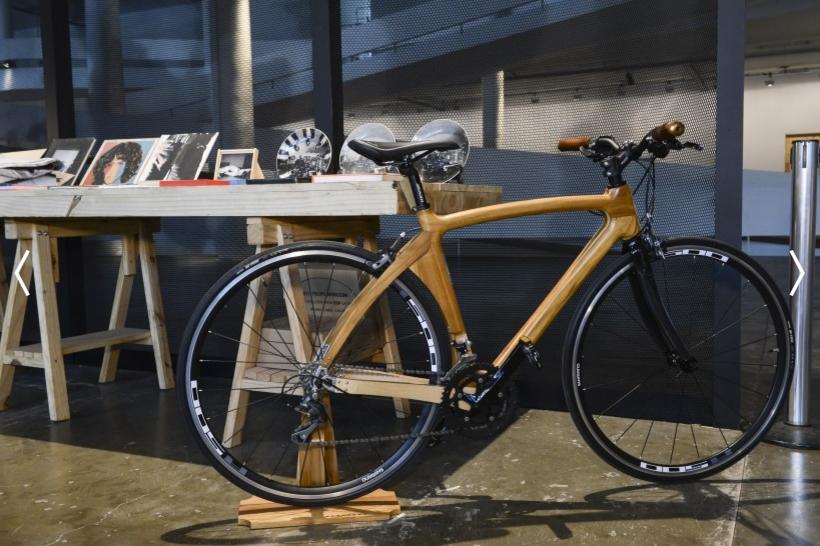 FFWSHOP - bicicleta de madeira por R$11.600  (Foto: Divulgação)
