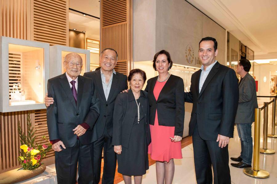 Julio Okubo, Julio Okubo Filho, Stella Okubo, Lucy Okubo e Maurício Okubo se reunem para o lançamento da coleção dos 50 anos da marca (Foto: Divulgação)