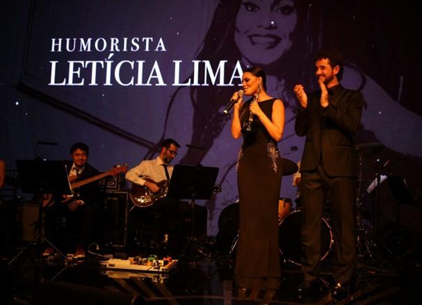 Letícia Lima recebe prêmio de Humorista (Foto: Divulgação)