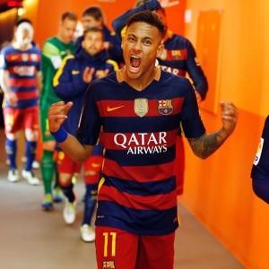 Atuando pelo Barcelona, Neymar também joga pela Seleção Brasileira (Foto: Reprodução)