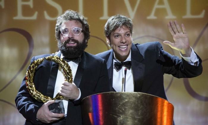 Miguel e Rodrigo são premiados em um grande festival no início do filme (Foto: Divulgação)