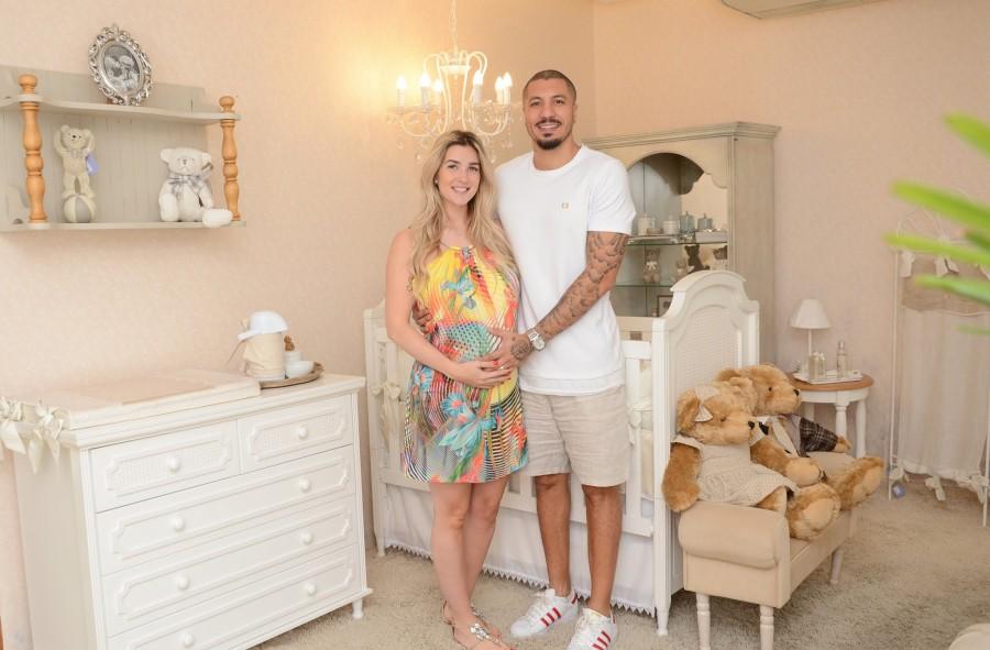 Aline Gotschalg, grávida de Lucca, e o papai Fernando (Foto: Divulgação)