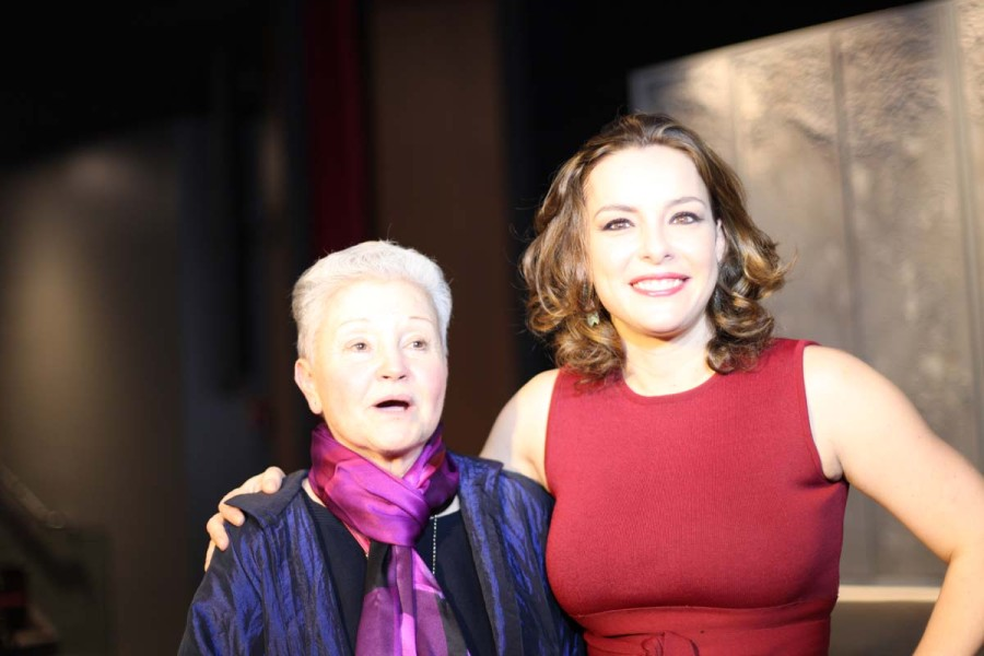 A autora Maria Adelaide Amaral com a atriz e produtora Regiane Alves (Foto: Nair Barros)