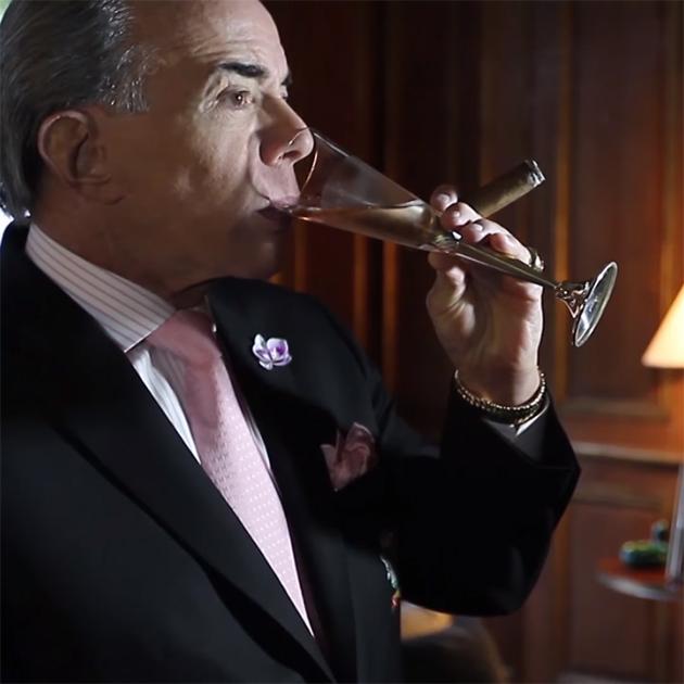 Chiquinho degusta o Royal Scarpa Rosé (Foto: Divulgação)