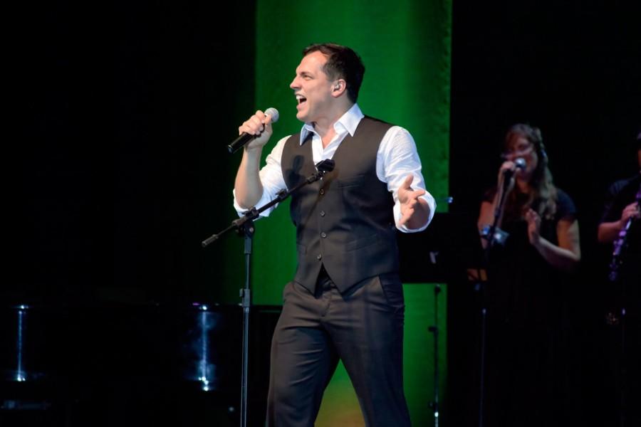 Daniel Boaventura canta pela primeira vez em português (Foto: Divulgação)