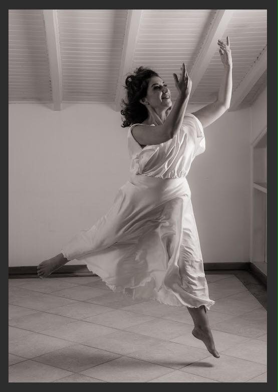 Isadora traz um ambiente de música, canto e dança (Foto: João Caldas)
