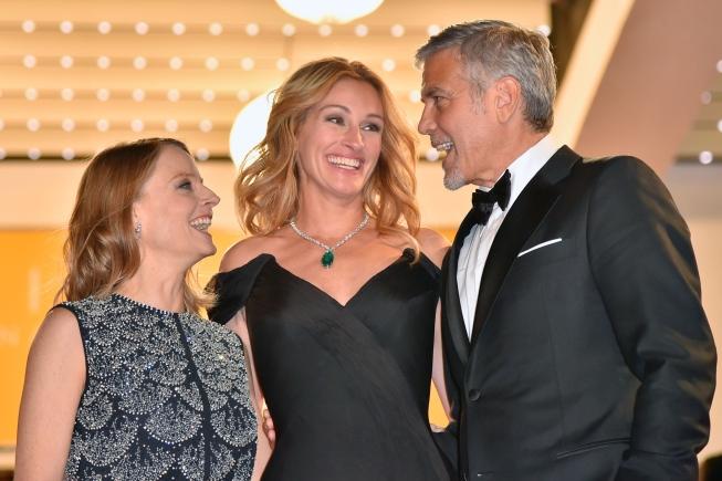 Jodie Foster, Julia Roberts e George Clooney na pré-estreia (Foto: Divulgação)