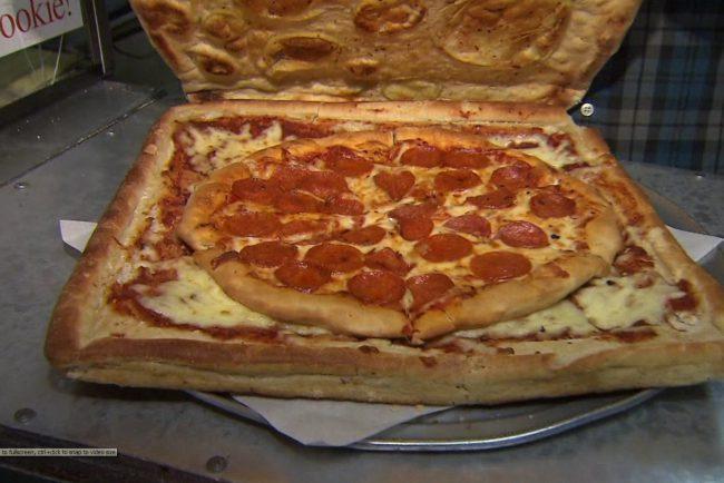 A ideia saiu do papelão na pizzaria Vinnie's (Foto: Reprodução)