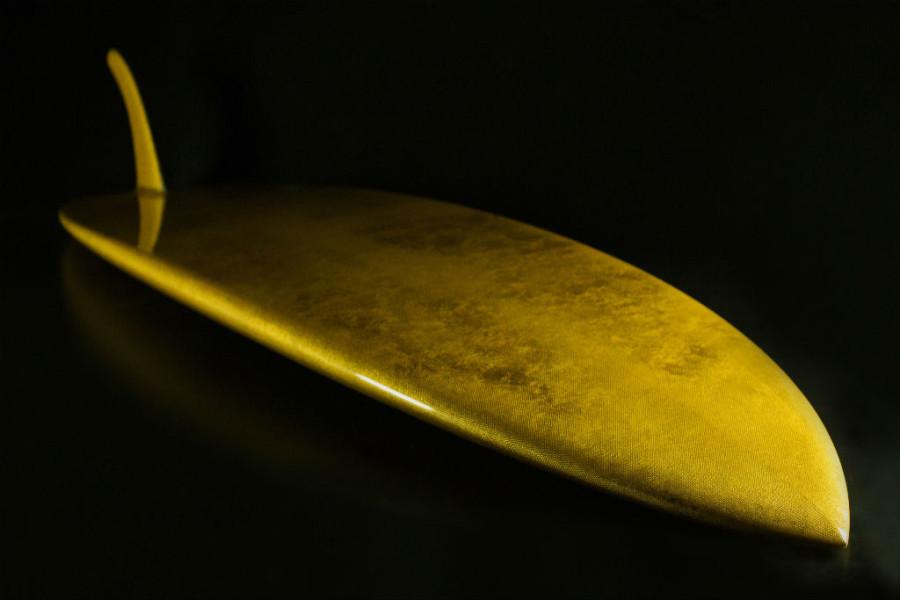 A Aureus é a primeira prancha do mundo feita com uma camada de ouro (Foto: Divulgação)