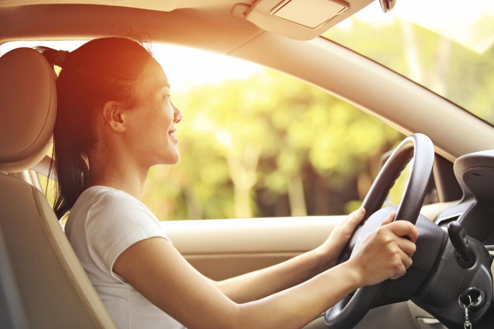 Mulheres tem mais preocupação ao dirigir, não avançam o sinal e não deixam de usar o cinto de segurança (Foto: Divulgação)