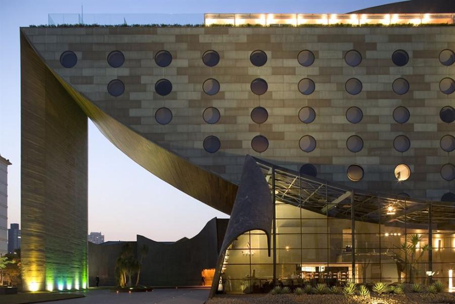Arquitetura do Hotel Unique em formato de barco (Fonte: Divulgação)