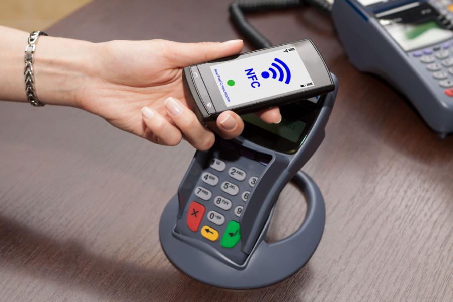 Transferência monetária é realizada por meio de tecnologia sem fio (Foto: Divulgação)