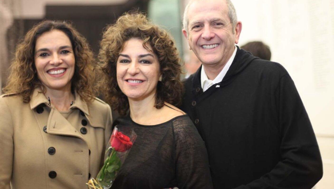 Amigos prestigiam Patricia Gasppar (ao centro) (Foto: Nair Barros)