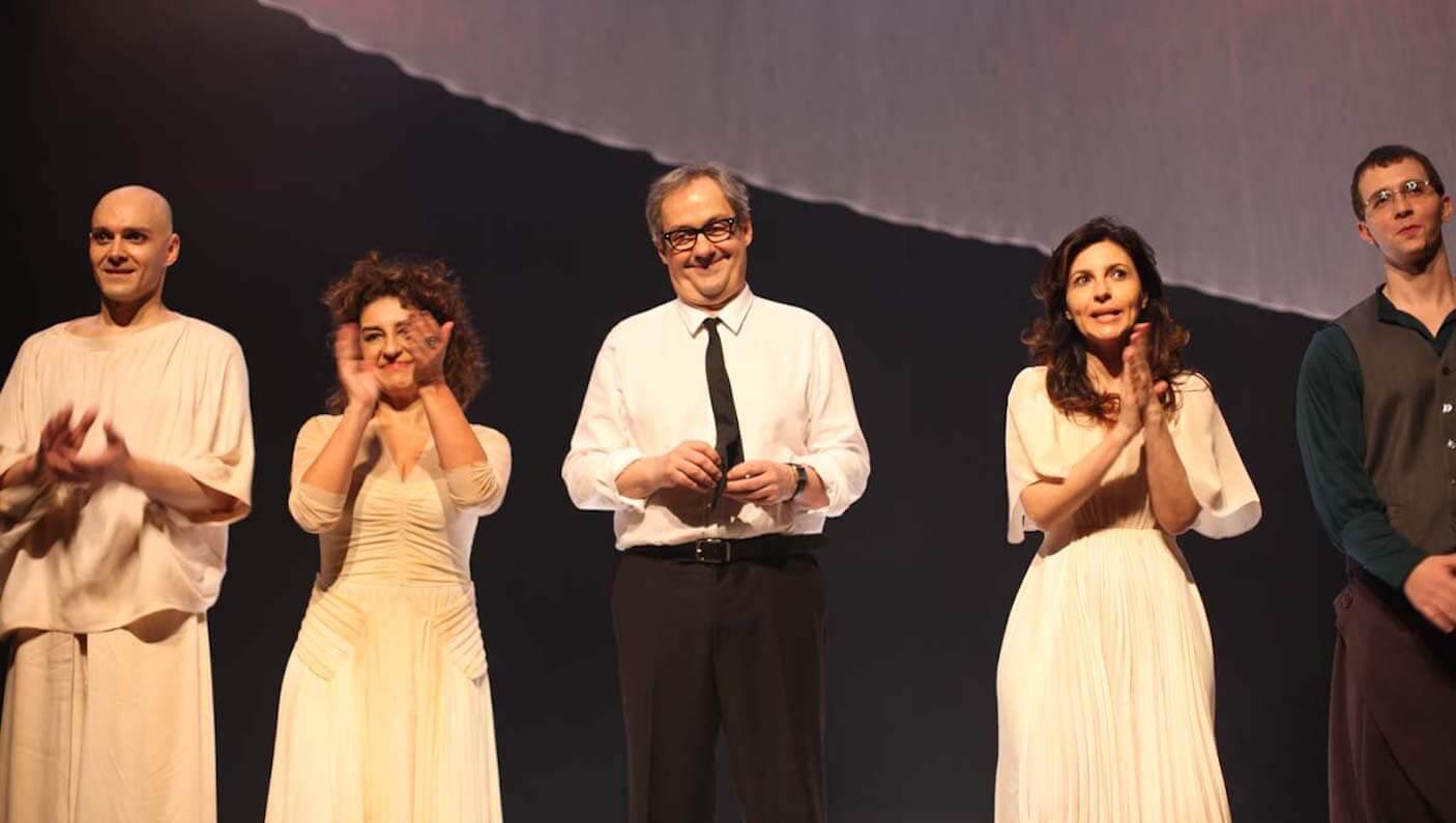 Elenco reunido ao final do espetáculo (Foto: Nair Barros)