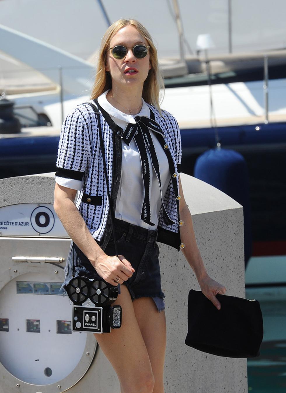 Chloe Sevigny com o novo lançamento da Chanel (Foto: Divulgação)