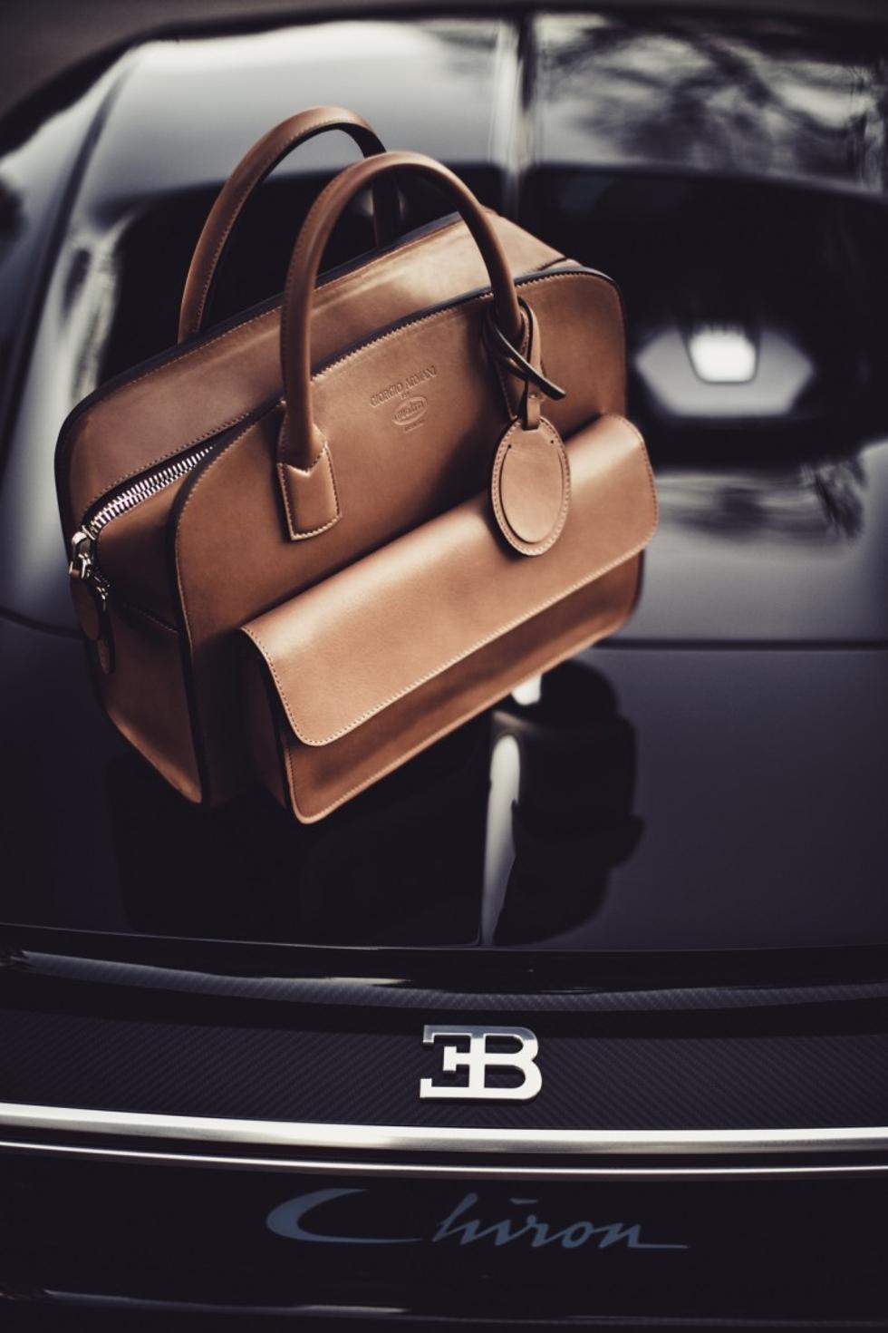 Bolsa de couro desenvolvida pela Armani em parceria com a Bugatti (Foto: Divulgação)