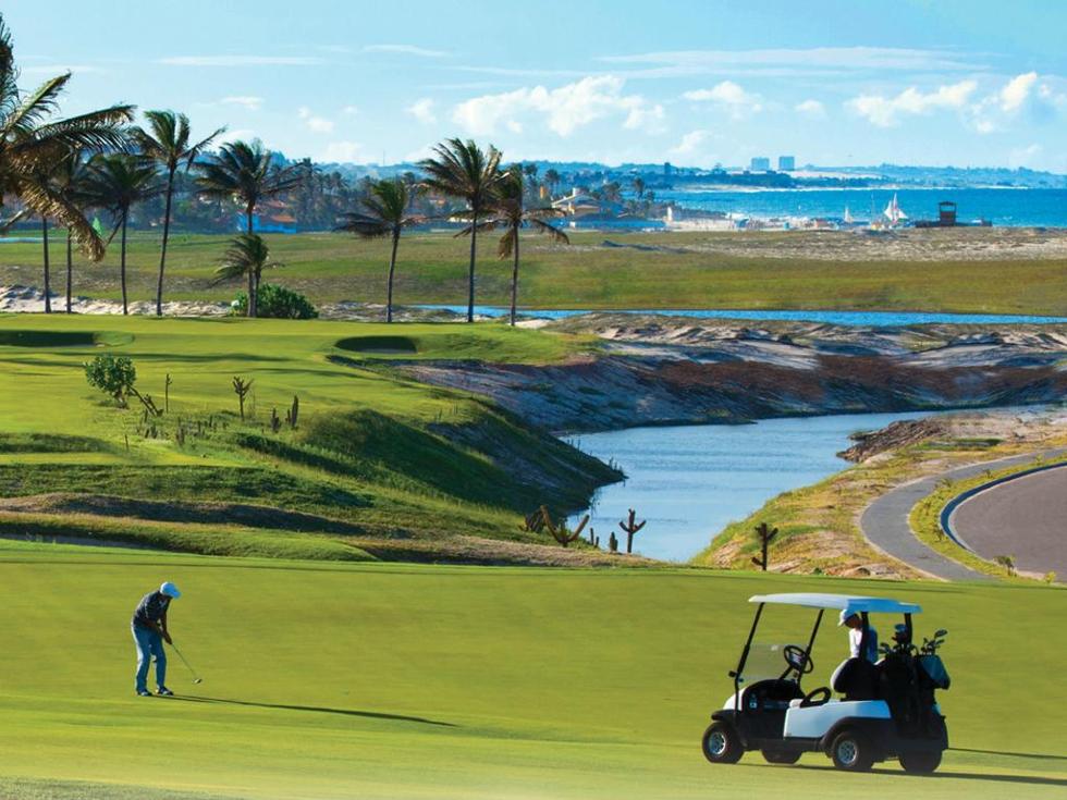 Uma das atrações do hotel é o campo de golfe (Foto: Divulgação)