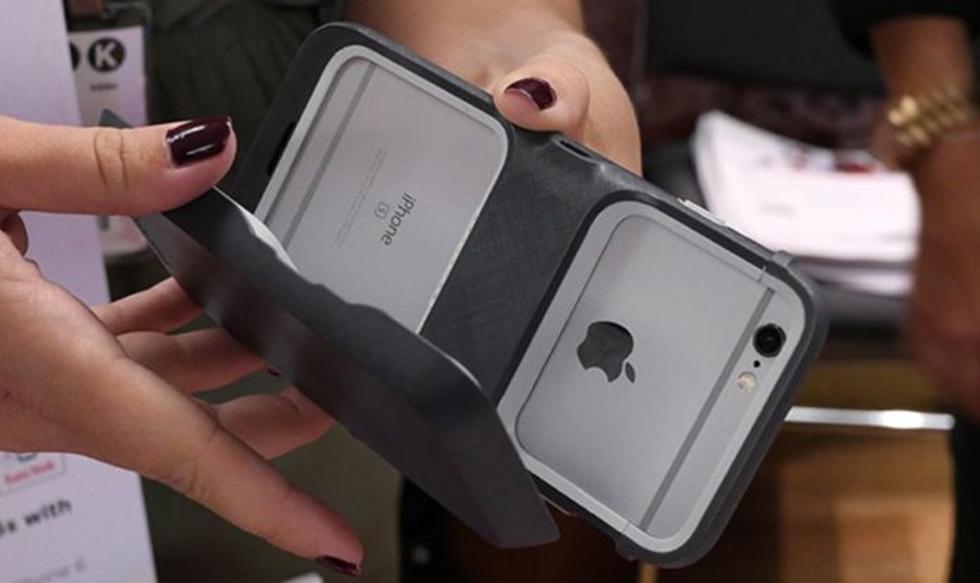 Case traz encaixe opcional para bateria (Foto: Divulgação)