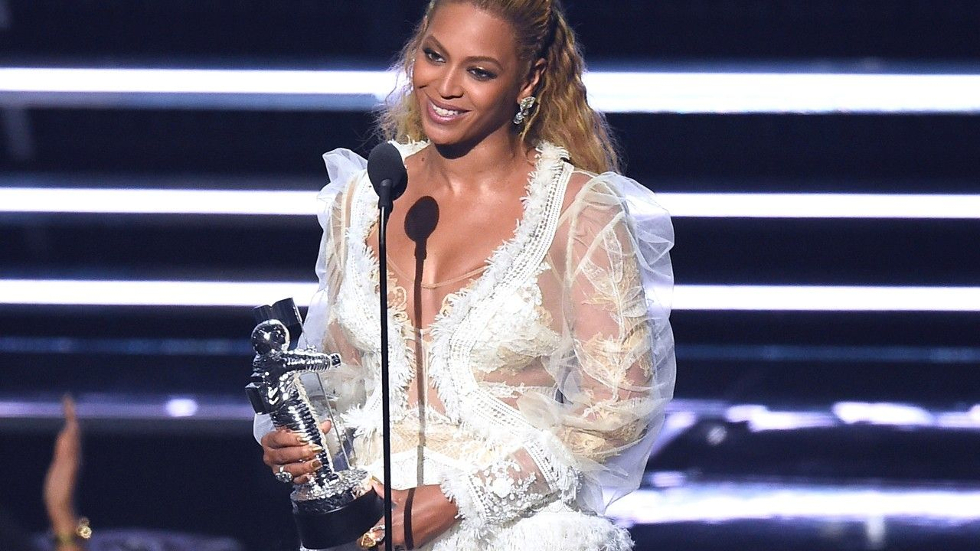 Beyonce recebe prêmio (Foto: Divulgação)
