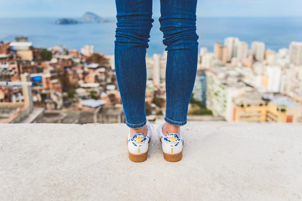 457de396f7f Adidas Originals lança versão do tênis Superstar em homenagem ao Rio ...