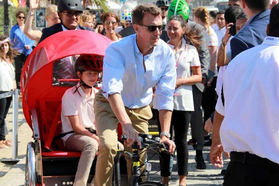 Após abertura oficial da Casa da Dinamarca, família real passeia de bike pela orla de Ipanema (Foto: Divulgação)