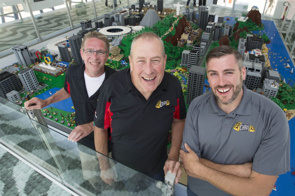 Comandantes do projeto:  Builders Steininger, Chris Steininger e Paul Chrzan