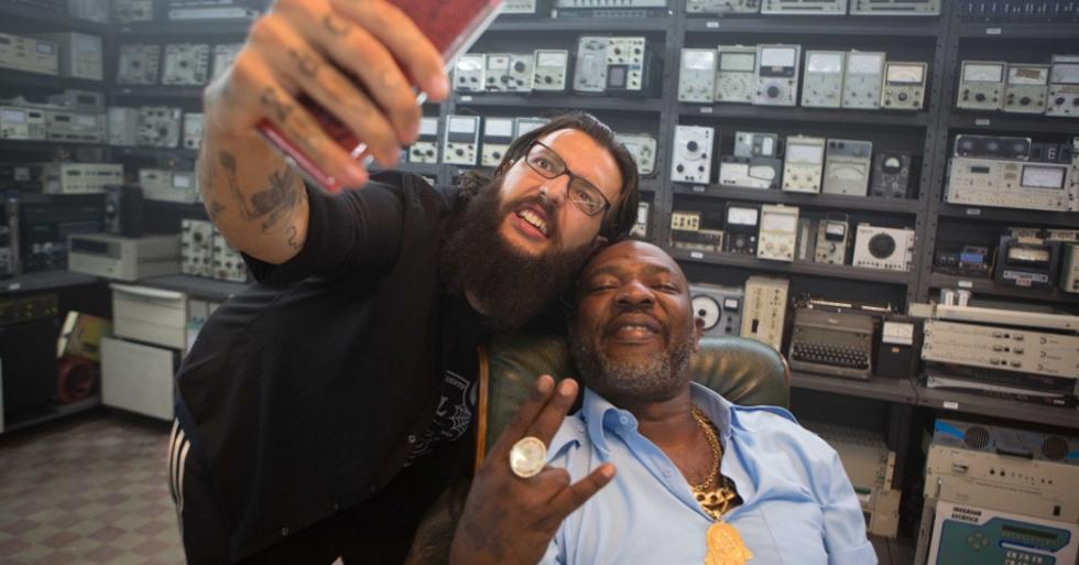 O youtuber Cauê Moura e o MC Catra (Foto: Divulgação)