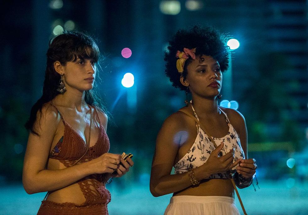 Luisa Arraes e Jessica Ellen como Debora e Rose, respectivamente (Foto: Divulgação)