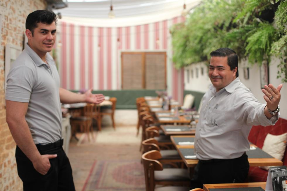 Barman Acácio Rodrigues e Gerente do Le Bou Jorge Max (Foto: ClaCri)