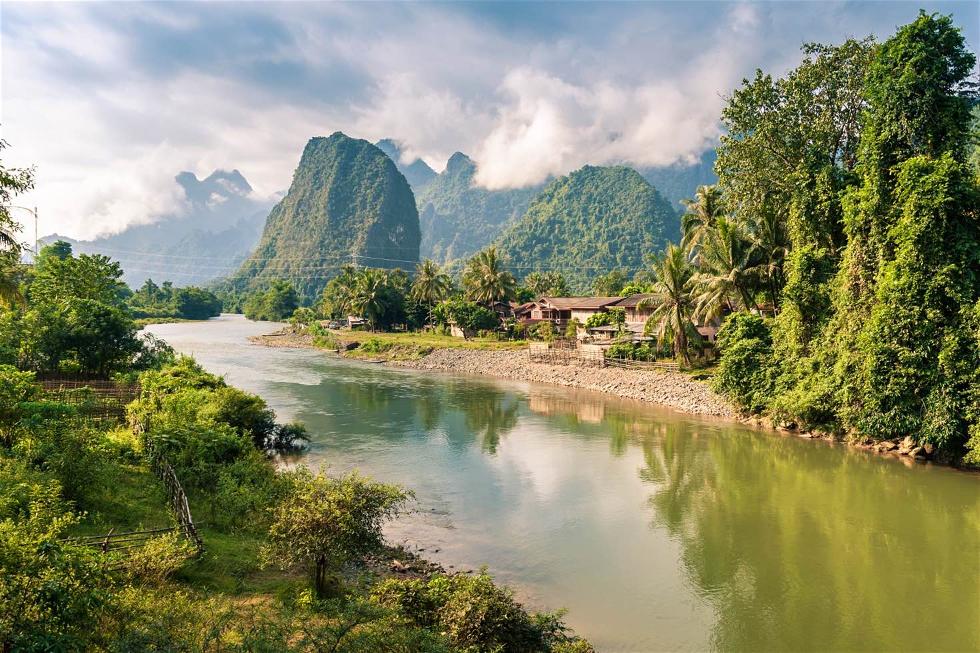 """Laos: Conhecido como """"país do milhão de elefantes"""", por ter grande presença destes animais, inclusive como meio de transporte sua capital é a cidade de Viecnciana, com belos templos, palácios e mercados (Foto: Divulgação)"""