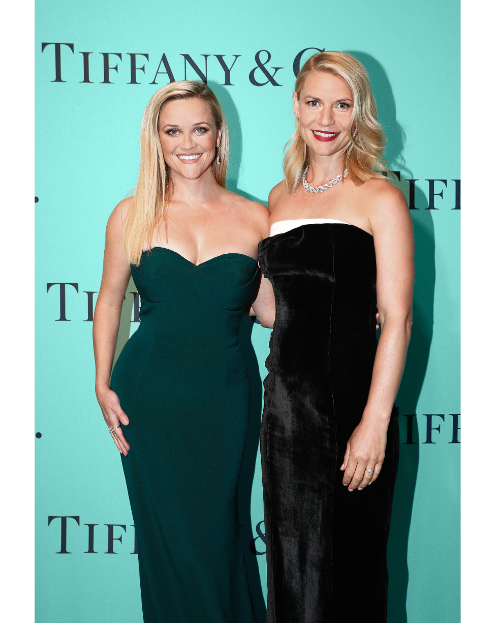 Reese Whiterspoon e Claire Danes com joias Tiffany no Blue Book Gala (Foto: Divulgação)